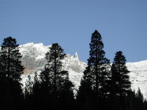 Adjet fjellet bak stasjonen